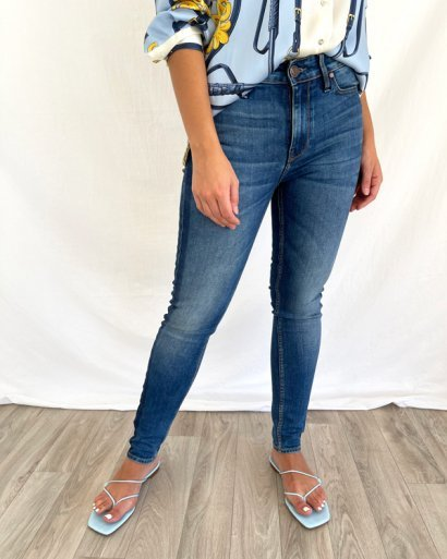 Jeans tira lateral